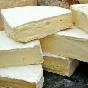 Perl Wen 'Brie' like soft cheese - Organic, Pasteurised Cow's Milk, Suitable For Vegetarians