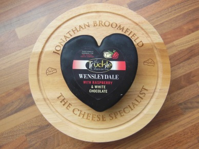 Wensleydale with raspberry & white chocolate - Pasteurised Cow's Milk, Suitable for Vegetarians